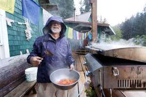 Stanford Professor Rob Dunbar grills veggies at the Hobbit Hole.  Photo by Josh Newman.